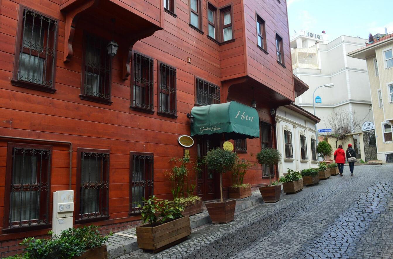 Отель Rose Garden Suites
