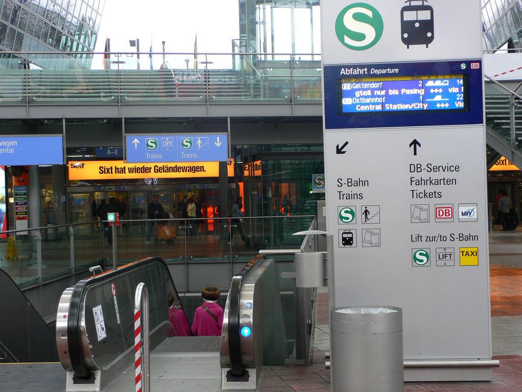 Спуск на вокзал S-Bahn