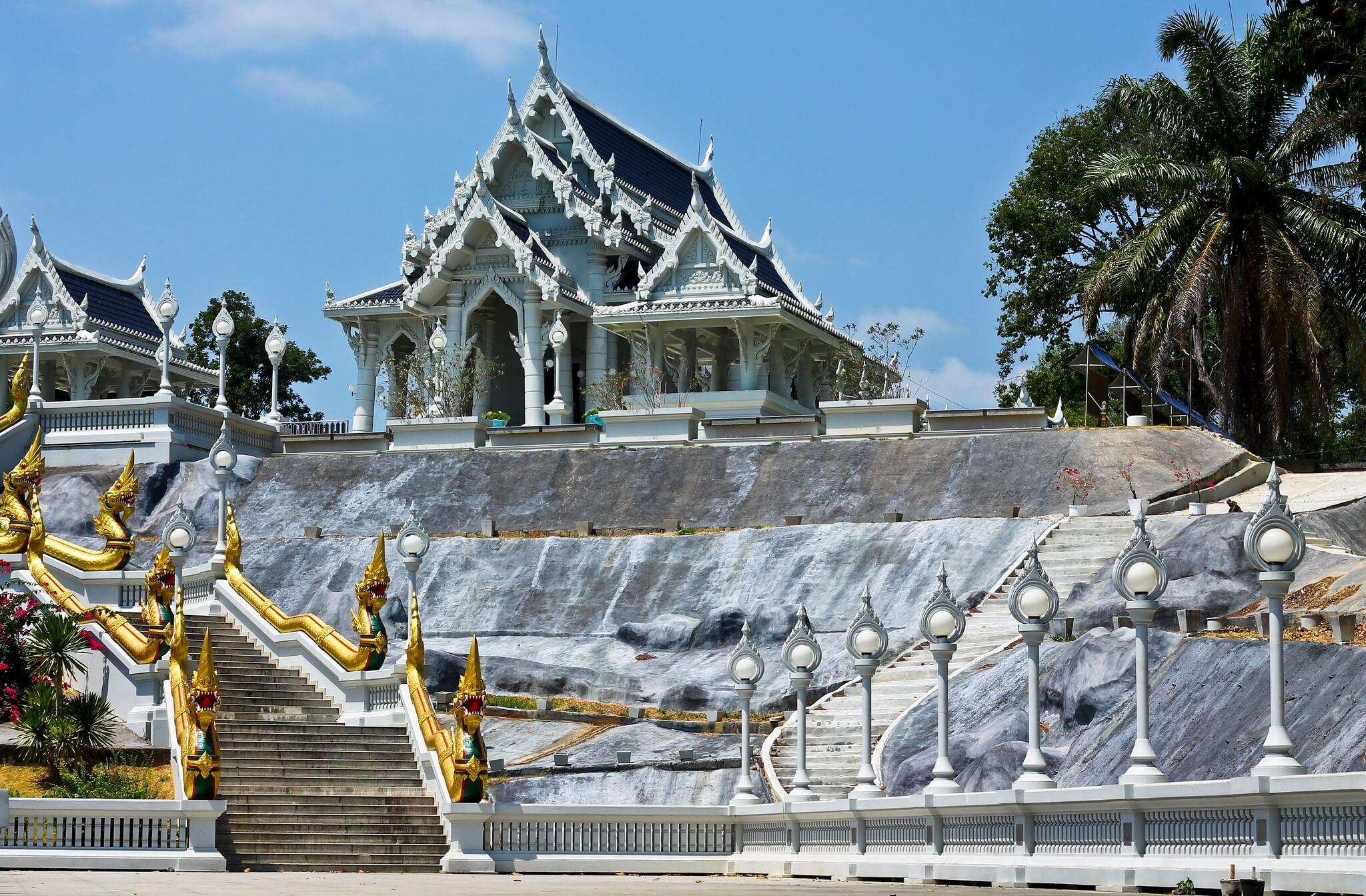 Храмовой комплекс Wat Kaew Korawaram