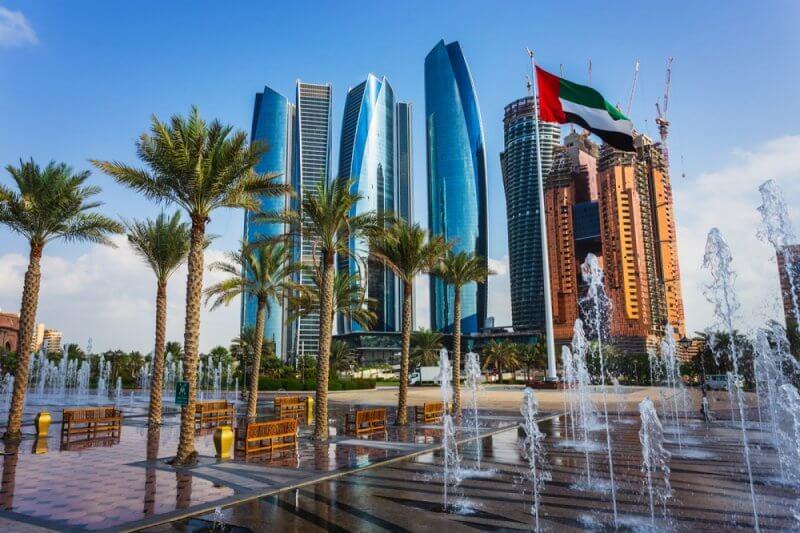 Фото: небосребы в городе Абу-Даби