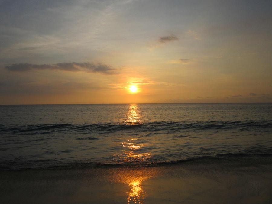 Закат на пляже Карон