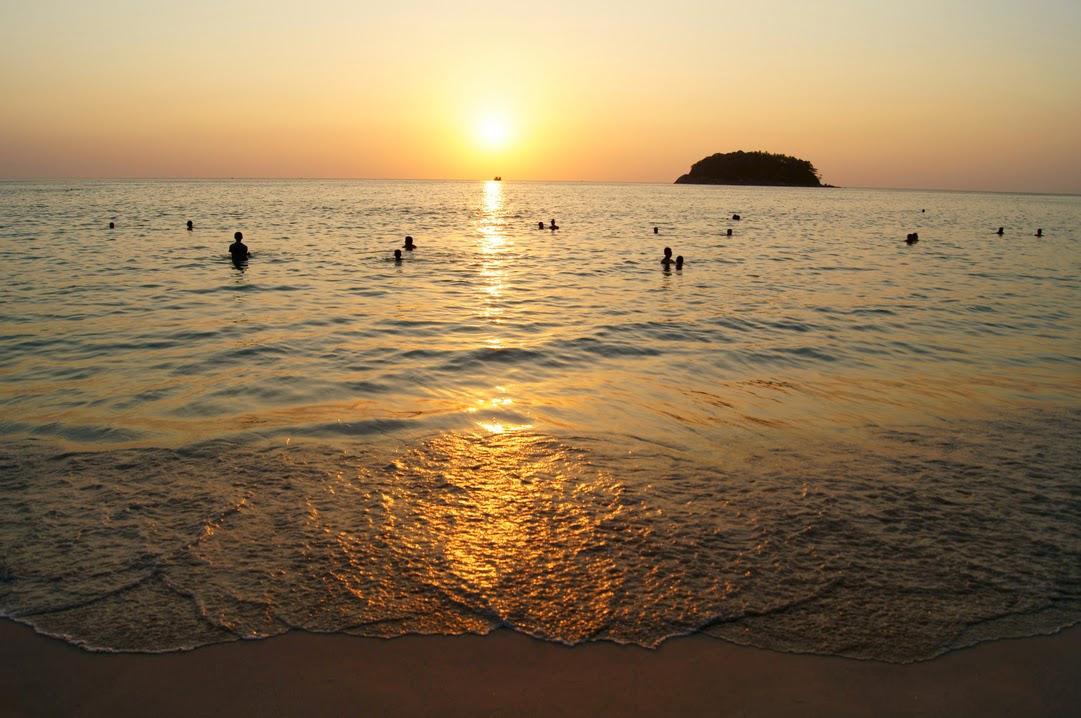 На пляже Ката красивые закаты