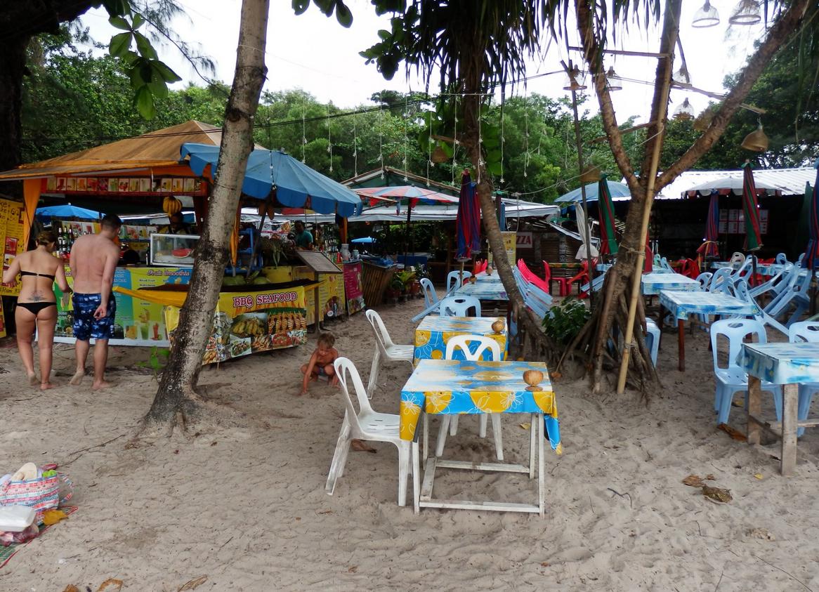 Кафе на пляже Ката
