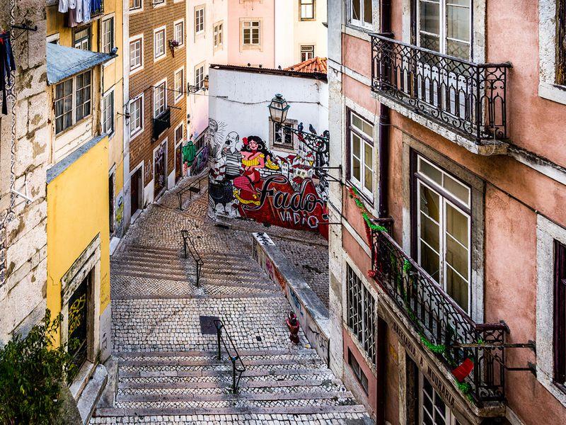 Путешествие по старым улицам Лисабона