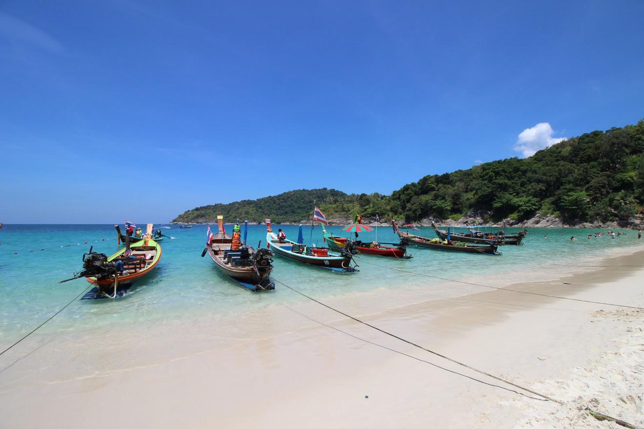 Лодки на пляже Фридом