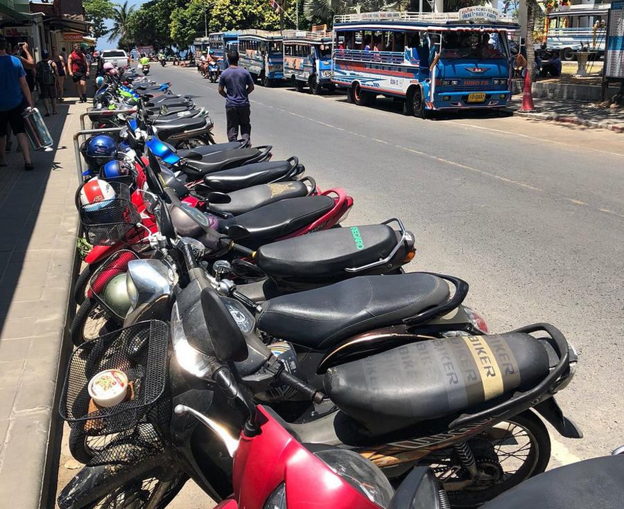 Припаркованные мотобайки