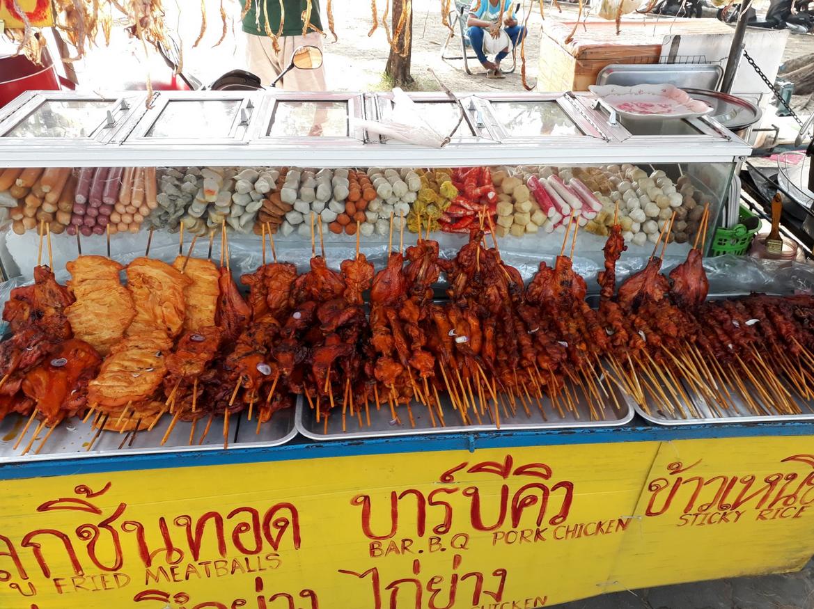 Точка с дешевой тайской едой