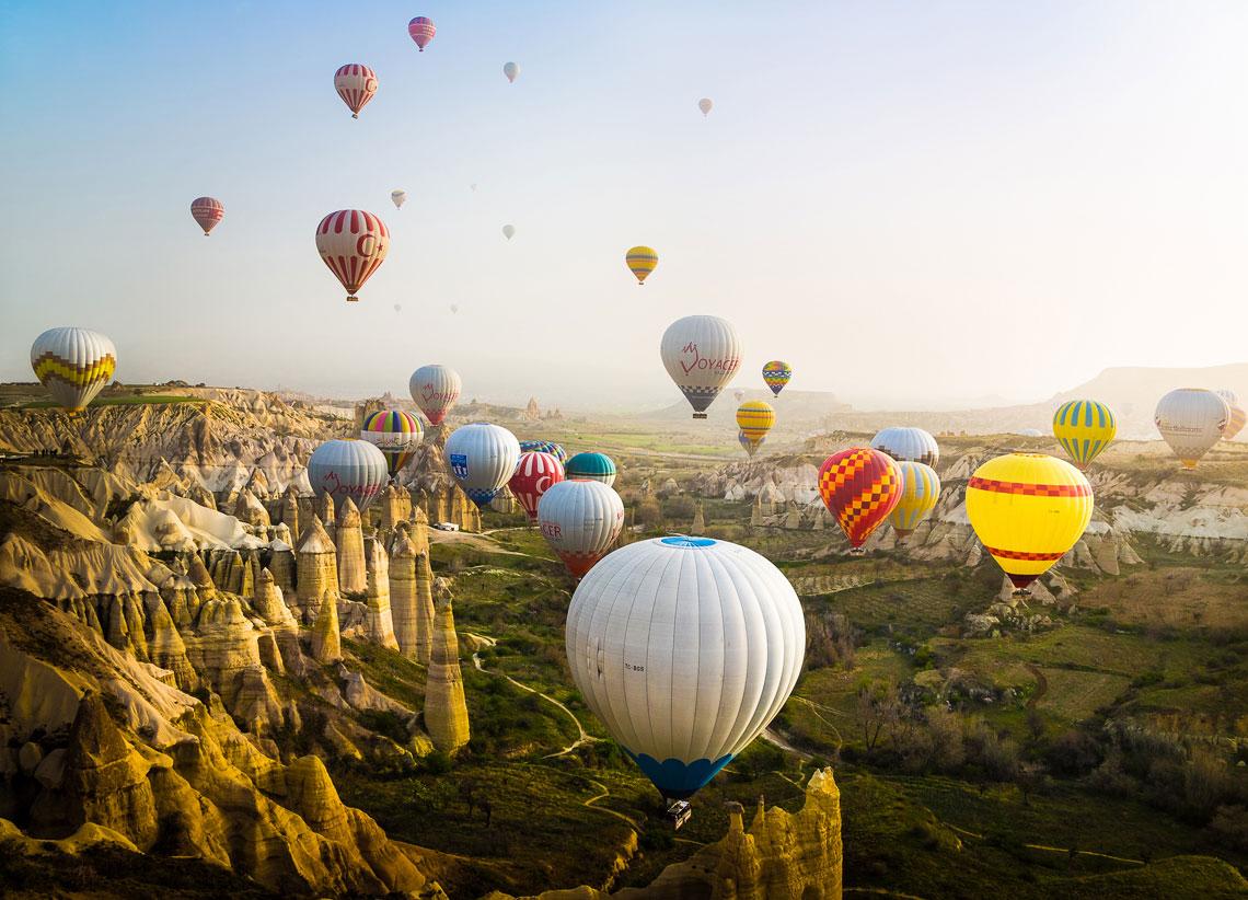 Разноцветные воздушные шары в Каппадокии