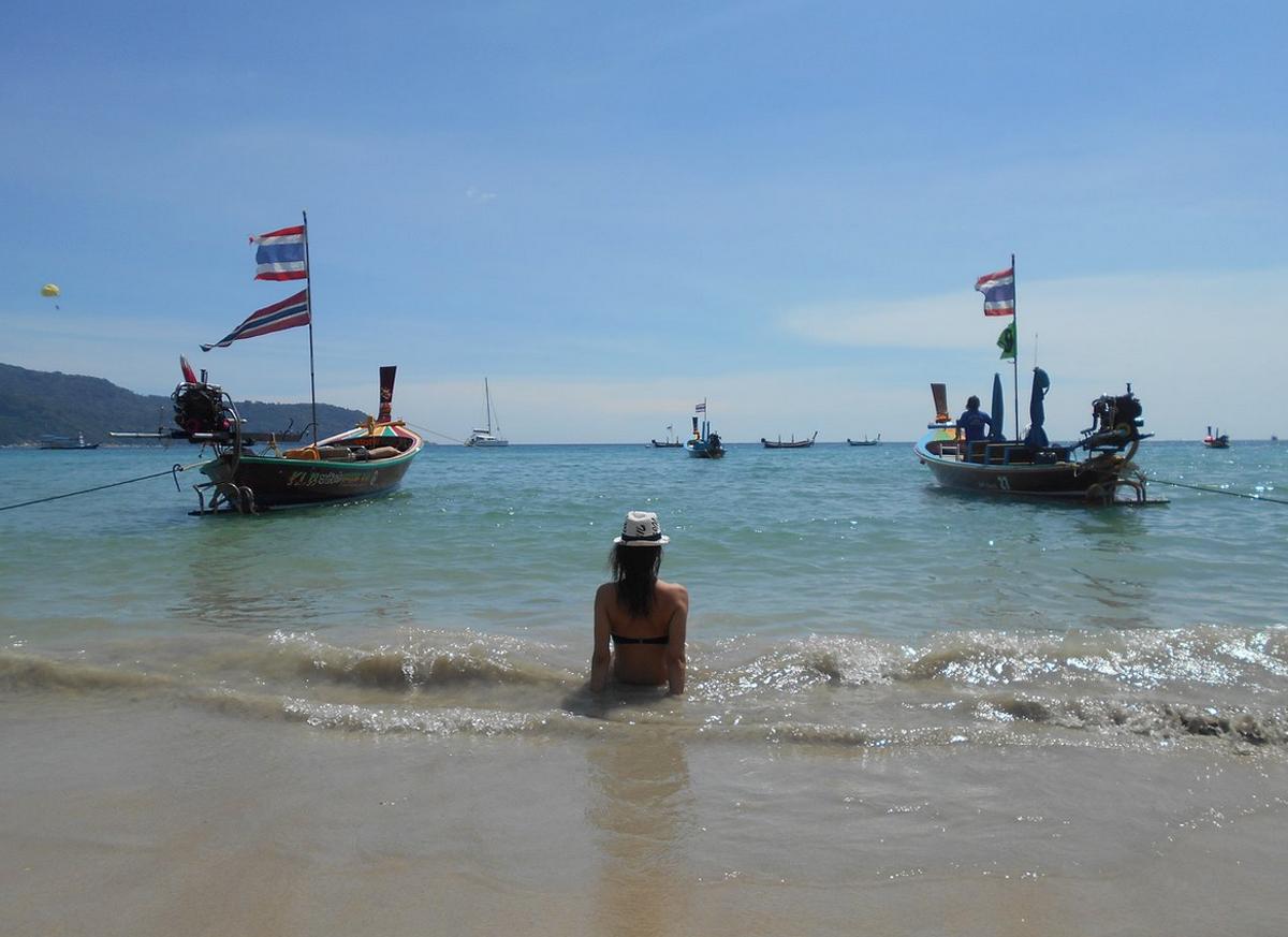 Пришвартованные рыбацкие лодки