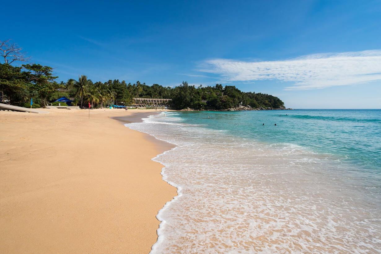 Берег и море пляжа Карон