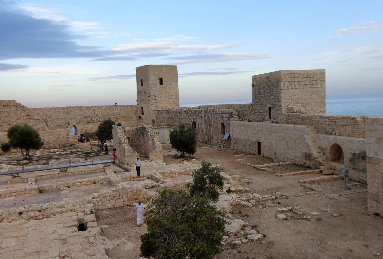 В крепости Кызкалеси