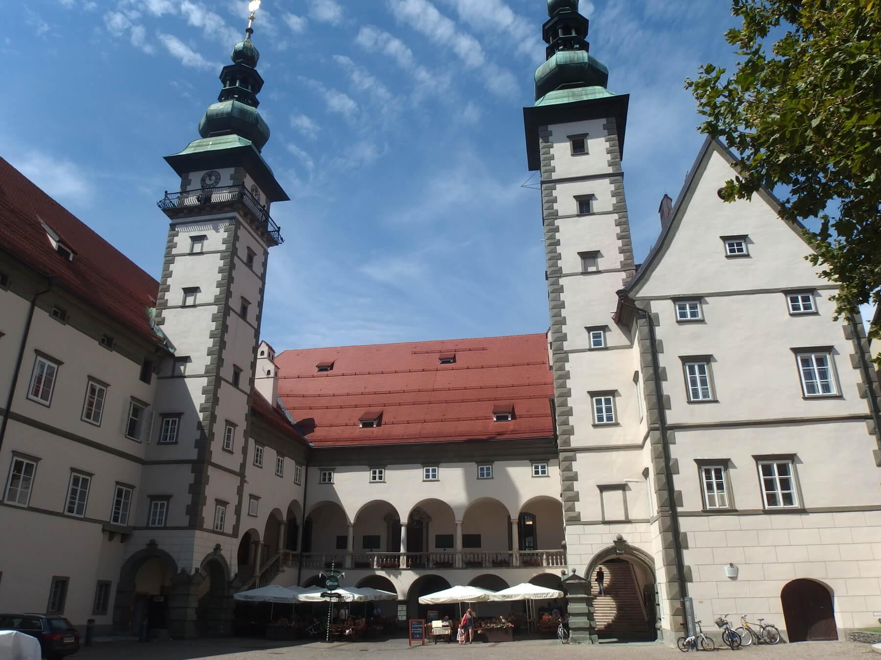 Региональная резиденция правительства — Landhaus