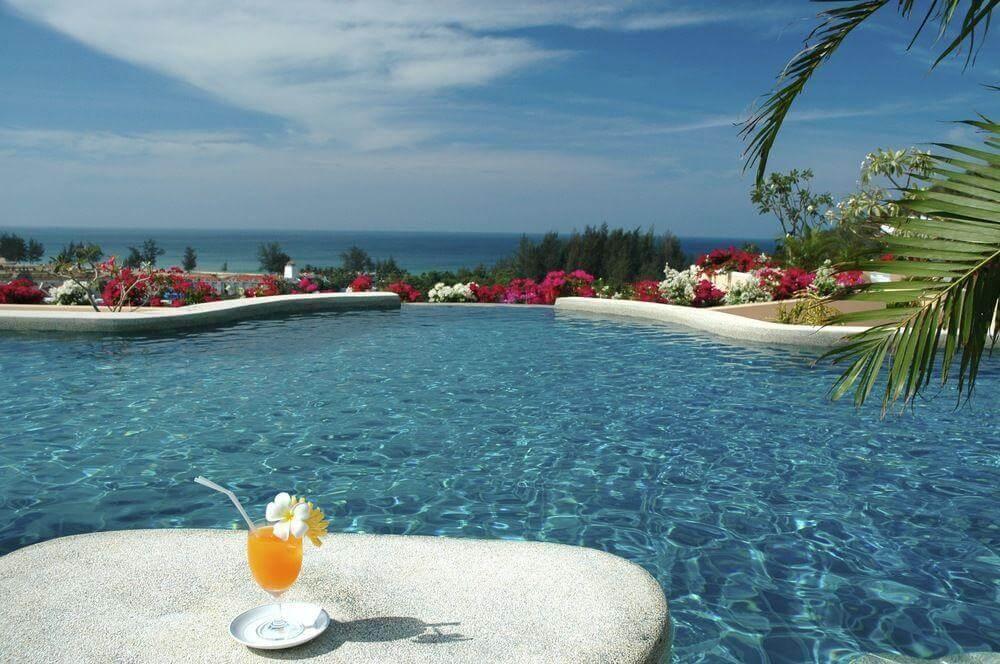 Басейн в отеле Pacific Club Resort