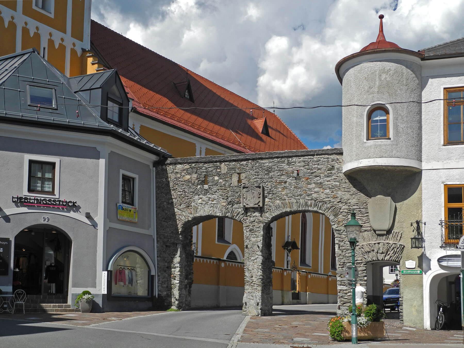 Оригинальные городские ворота