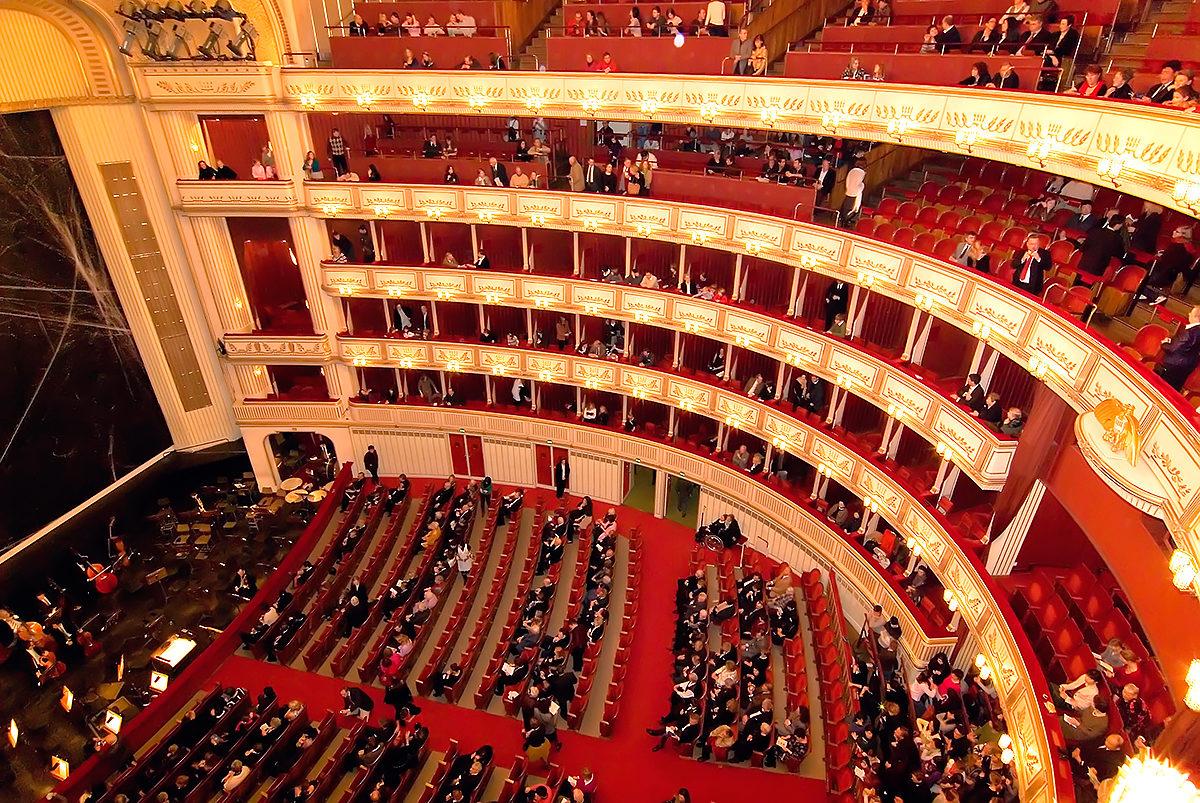 В зале Венской оперы