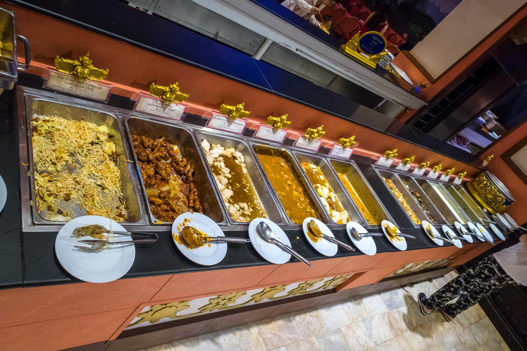 Шведский стол ресторана FantaSea