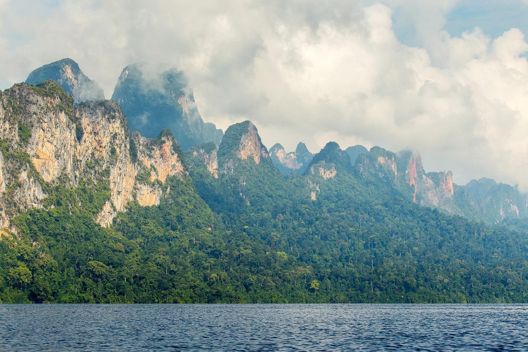 Горы в Кхао Сок