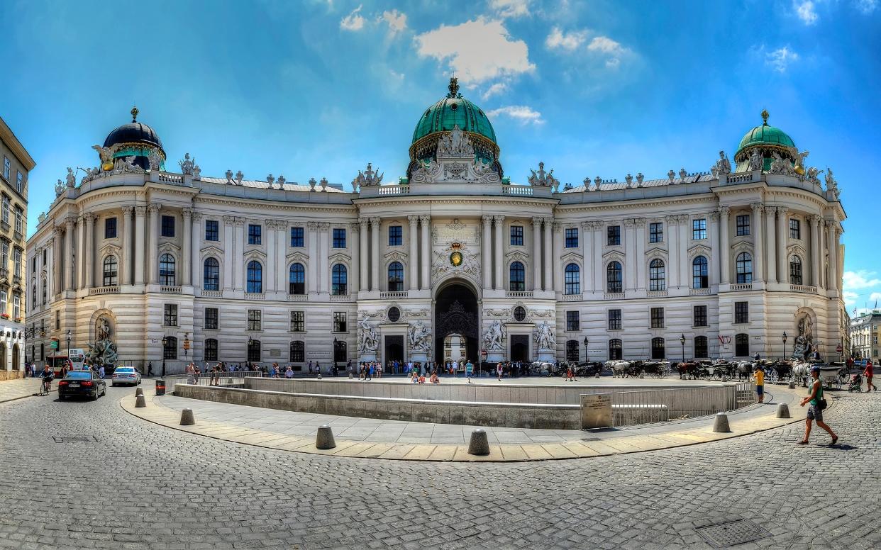 Дворец Hofburg