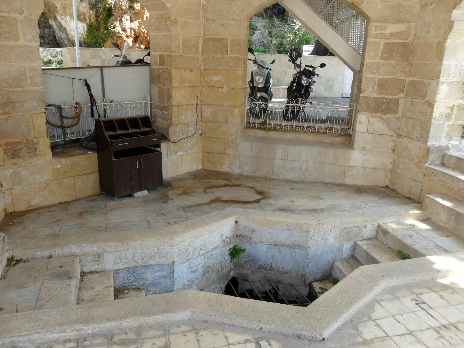 Родник в мечети Искеле