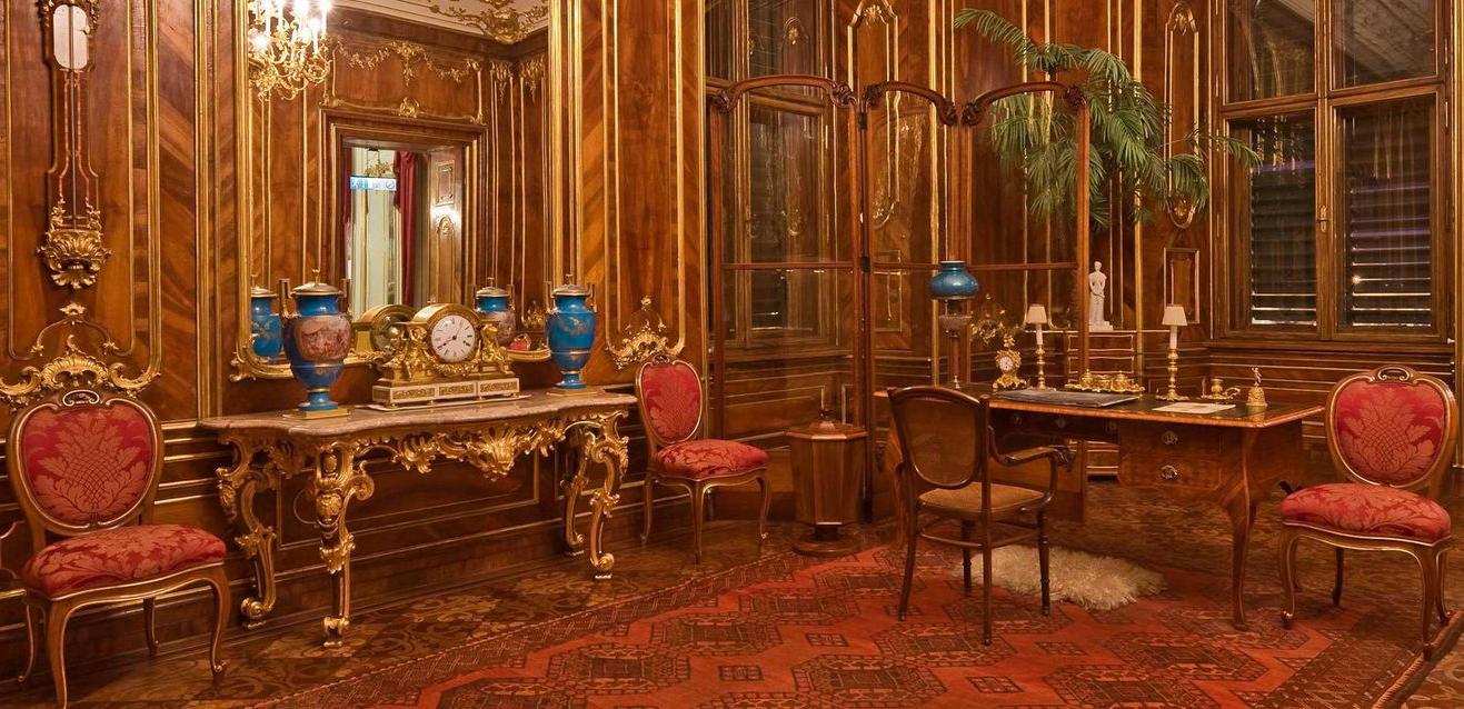 В Ореховой комнате
