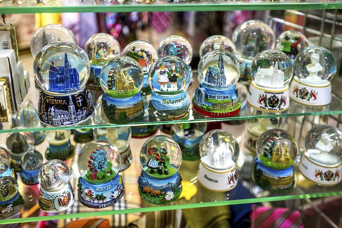 Стеклянный шар «Планета Вена»