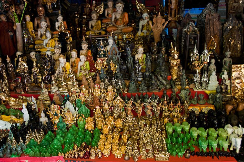 Фигурки Будды и слонов