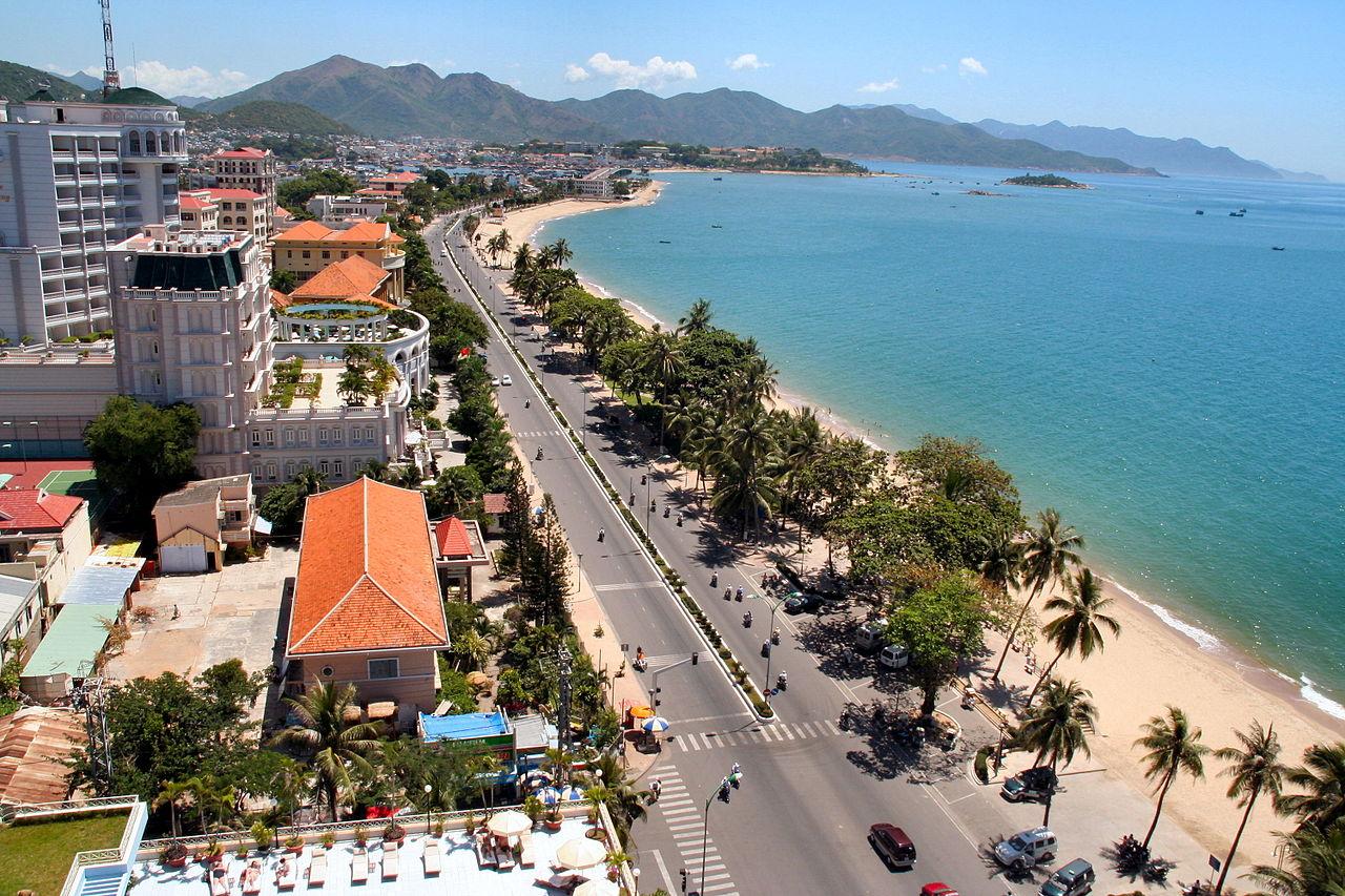 Городской пляж в Нячанге