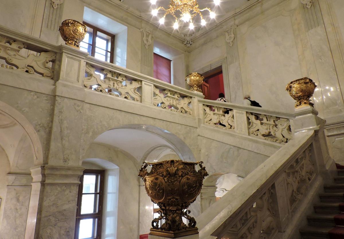 Лестница в апартаменты