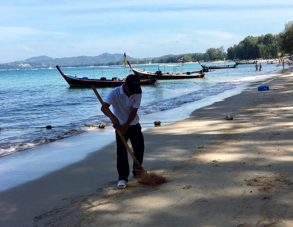 Уборка пляжа Банг Тао