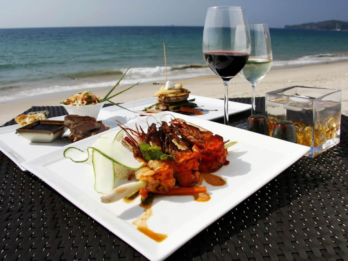 В ресторане на пляже Банг Тао