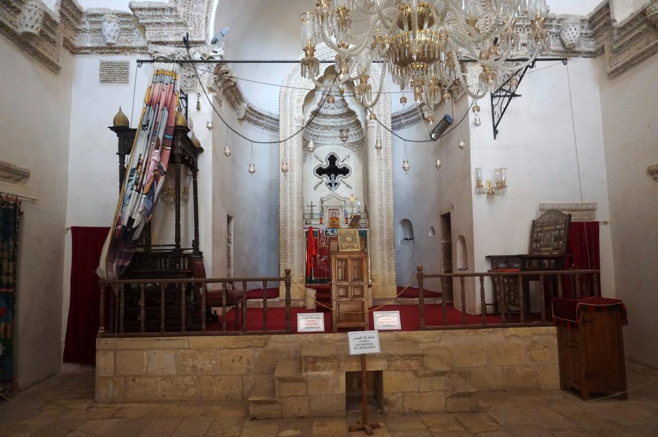 В церкви Дейрюльзафаран