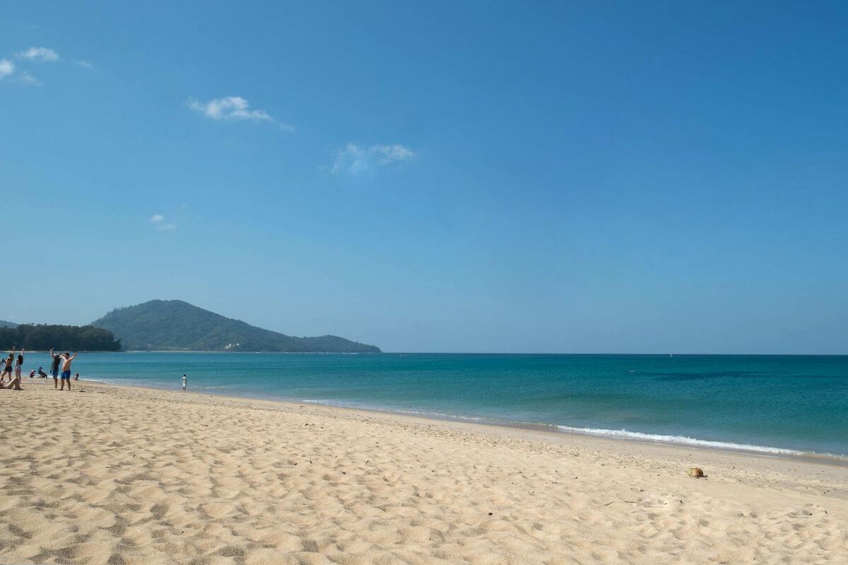 Песчаный пляж Mai Khao