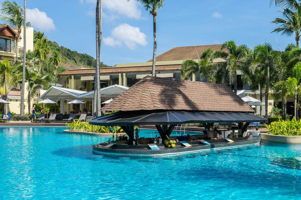 Басейн в отеле Phuket Marriott Resort & Spa