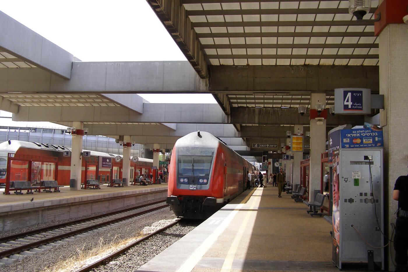 На жд вокзале Тель-Авива