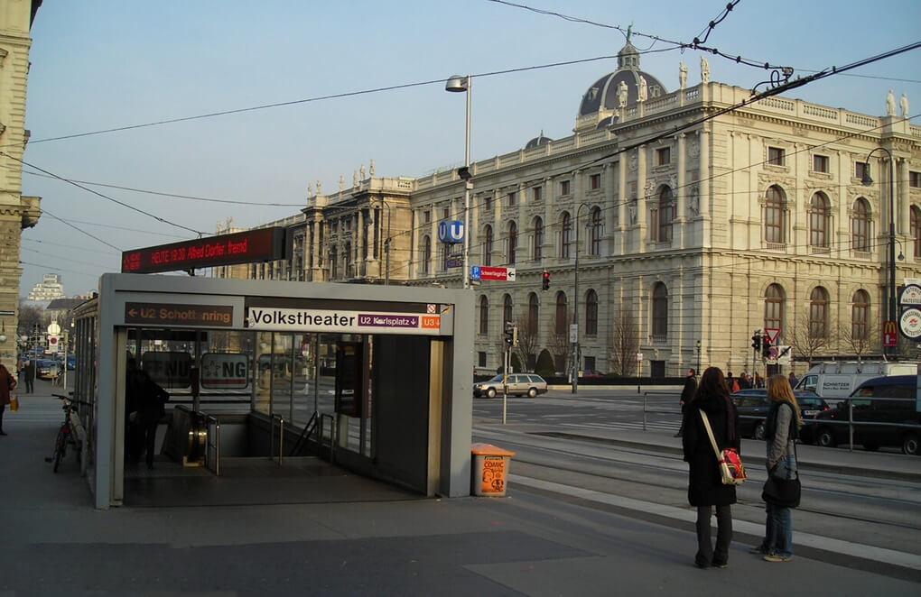 Станция Volkstheater