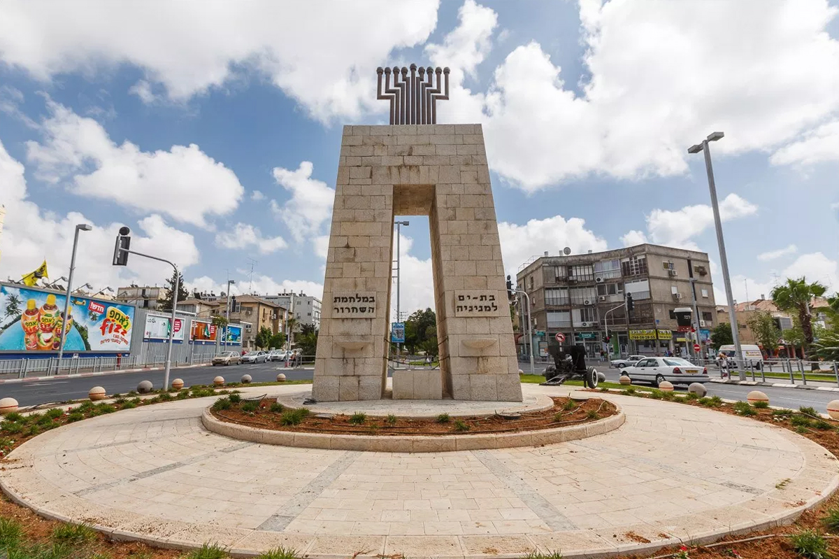 Памятник защитникам города