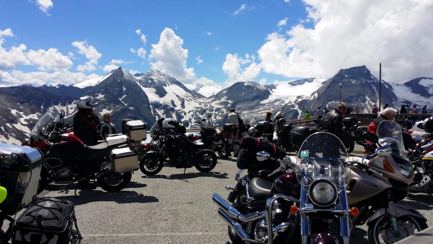 Много мотоциклистов