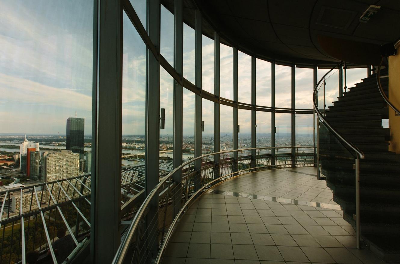 Смотровая площадка за стеклом
