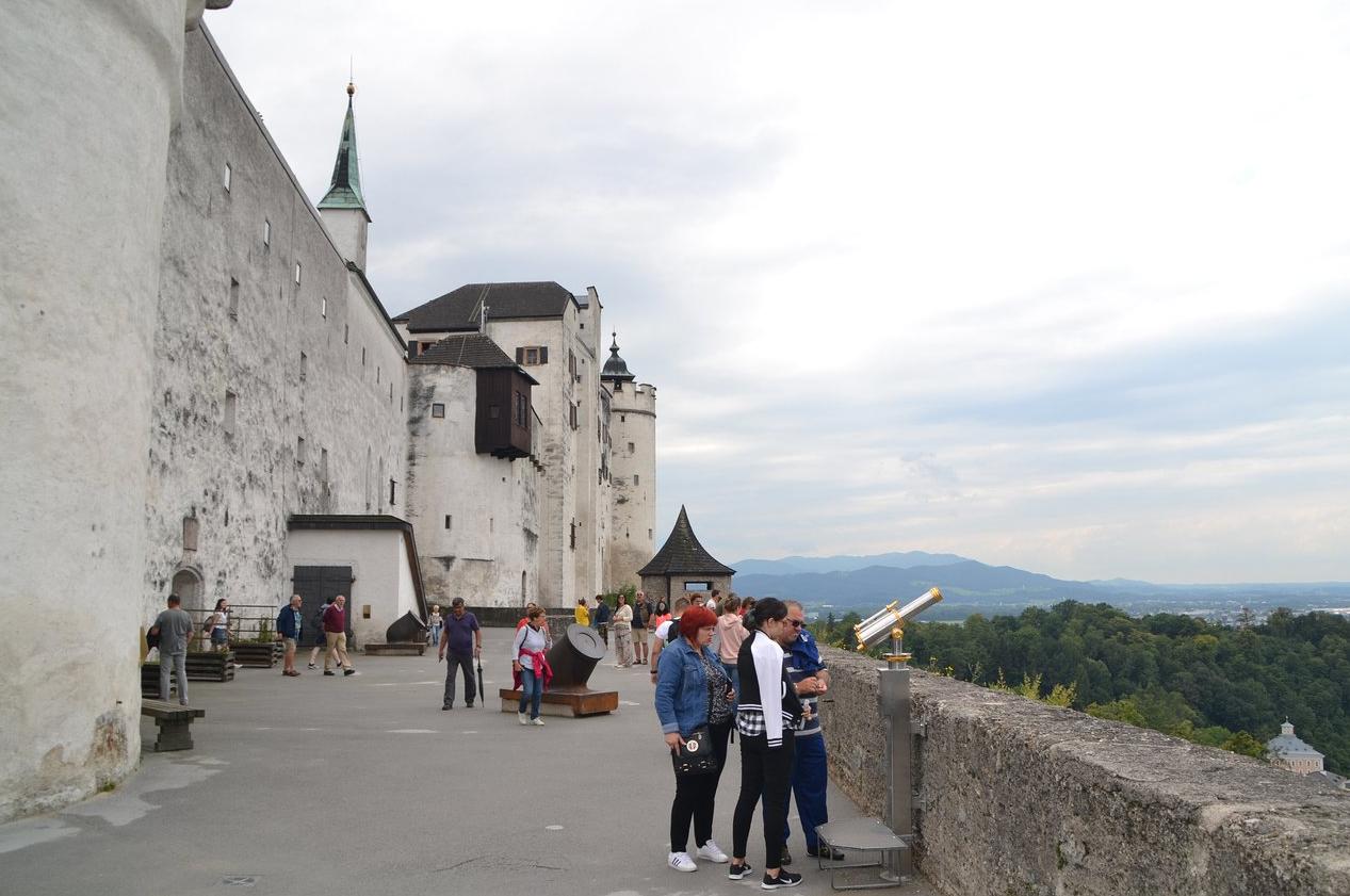 Туристы в замке