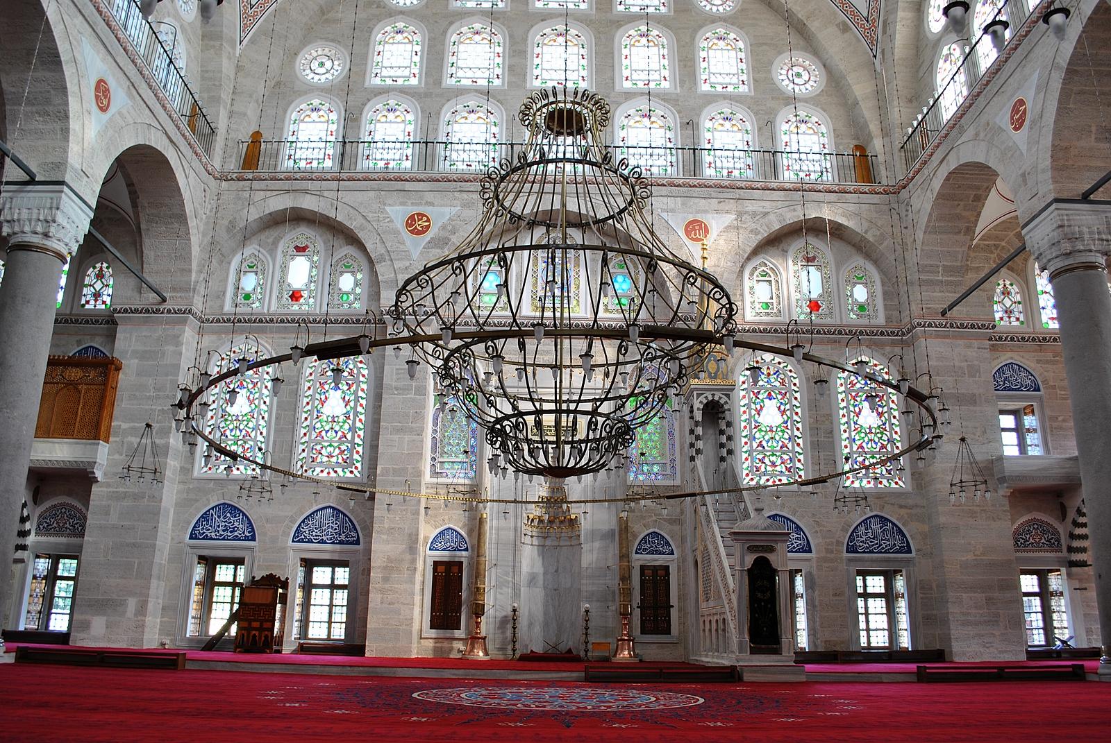 В мечети Михримах Султан Эдирнекапы