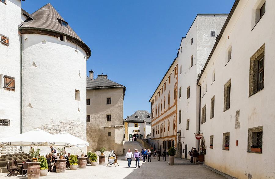 Двор замка Хоэнзальцбург