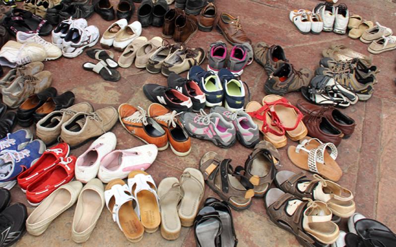 При входе нужно снимать обувь