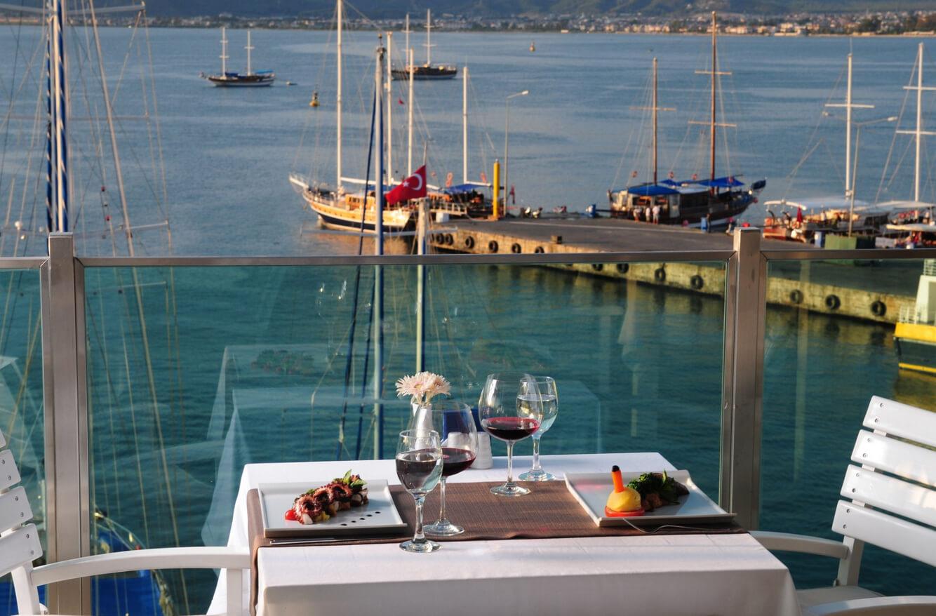 Ресторан с видом на гавань