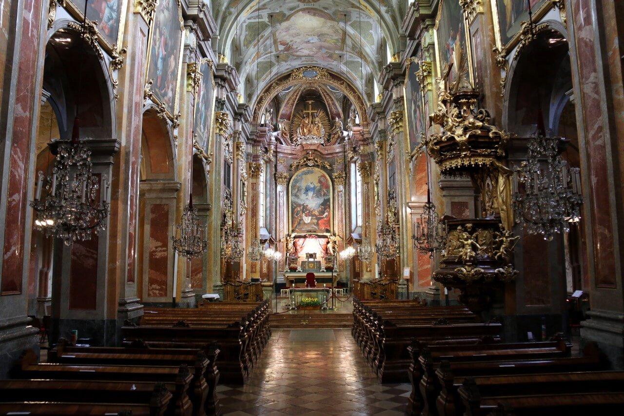 В соборе Die Kathedralkirche Mariä Himmelfahrt