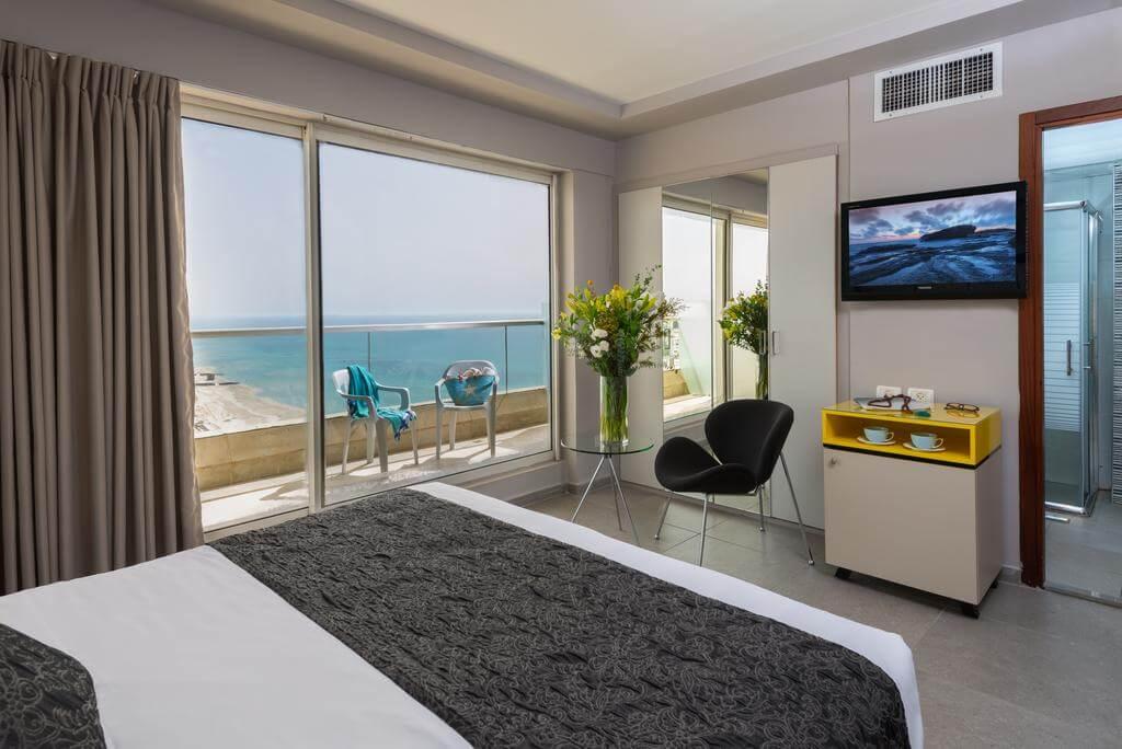 Номер в отеле Leonardo Suite By the Beach