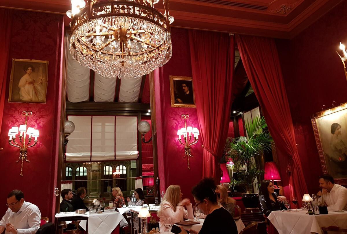 Ужин в ресторане Rote Bar