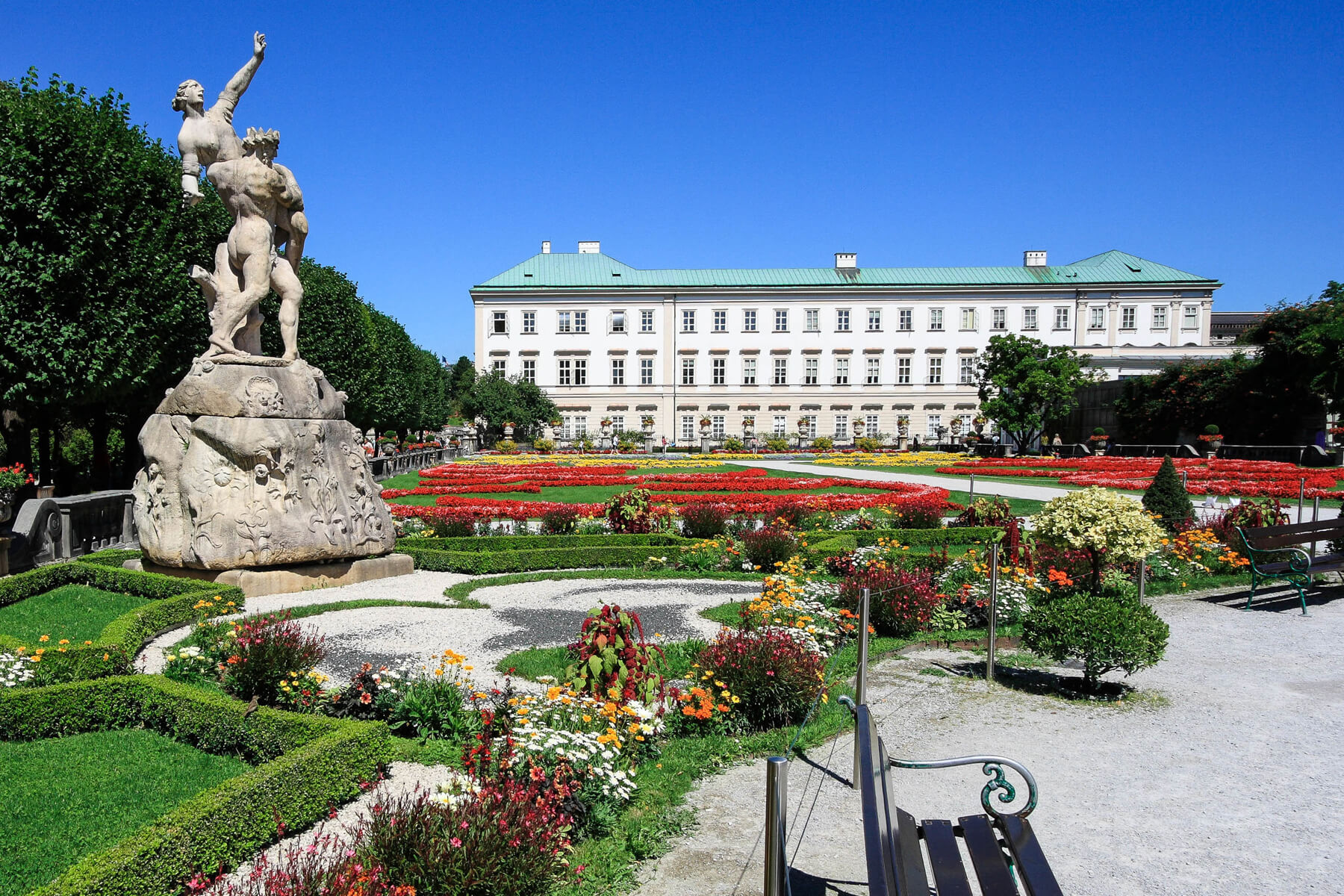 Романтичный дворец Мирабель