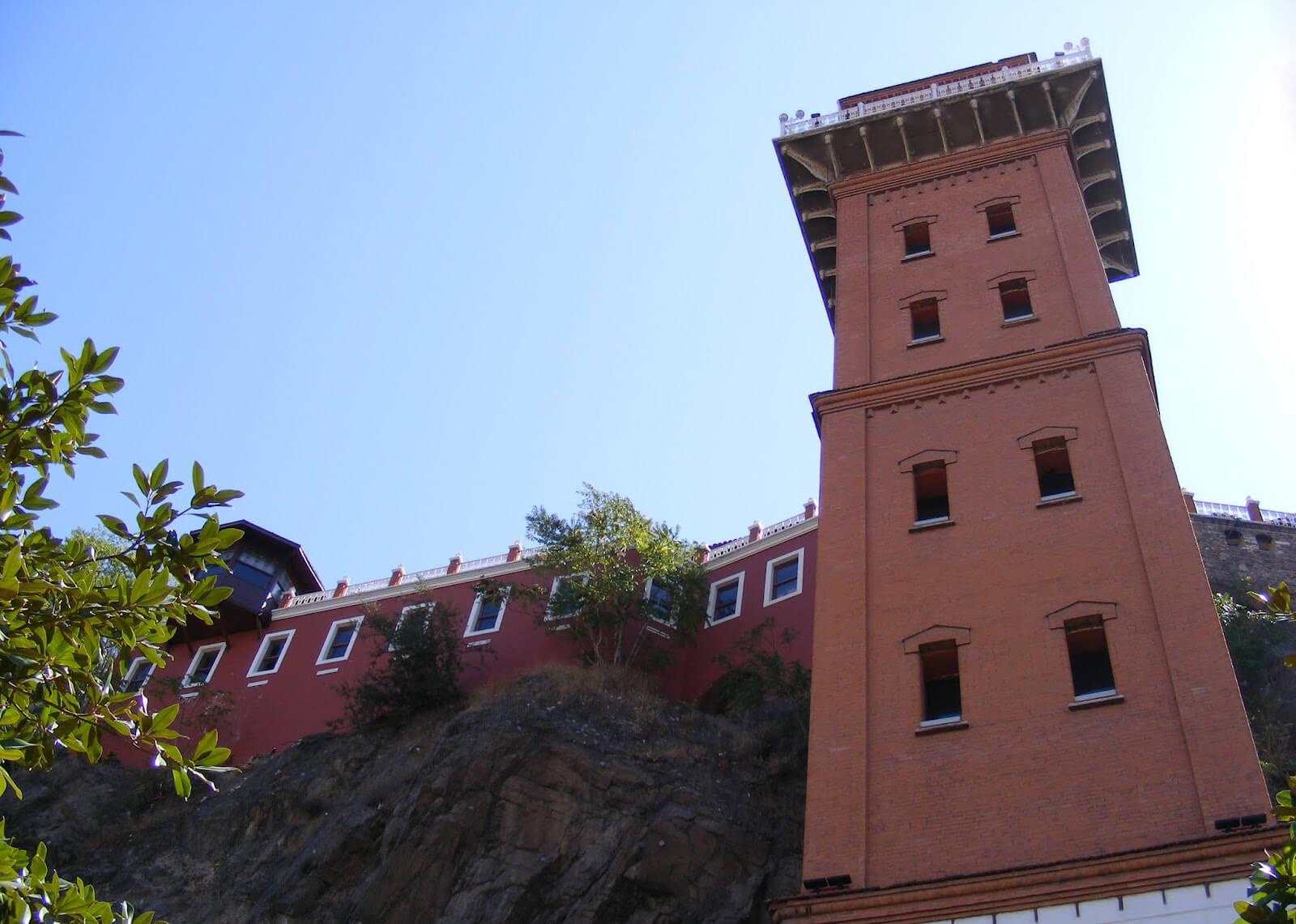 Асансёр — башня с общественным лифтом