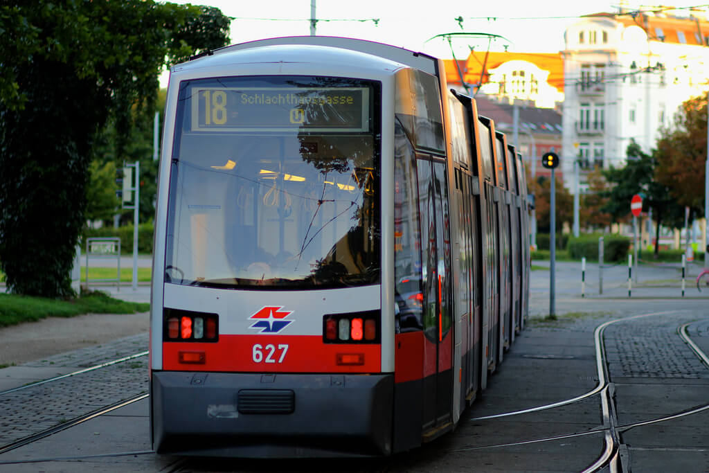 Трамвай №18