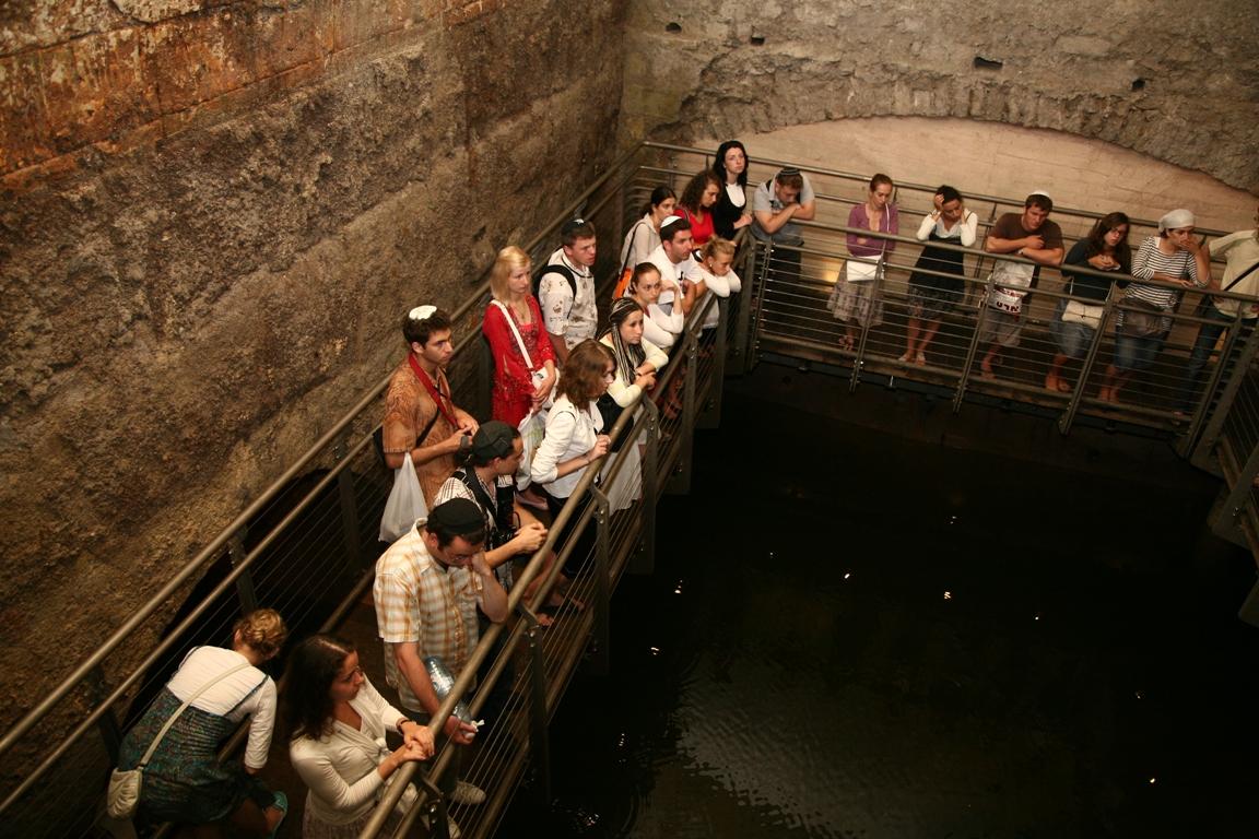 На экскурсии в туннелях Западной стены